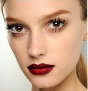 vampyred-lips-gucci-fall-2011-makeup-trends