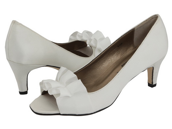 White-Wedding-Shoes_18