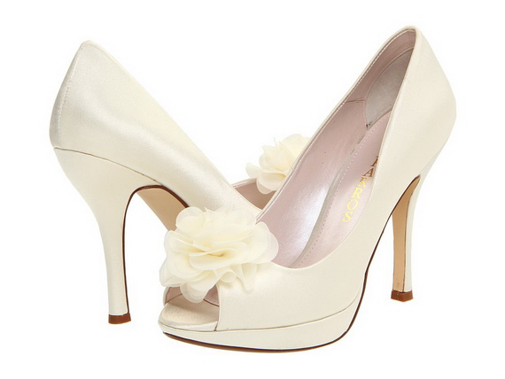 White-Wedding-Shoes_24