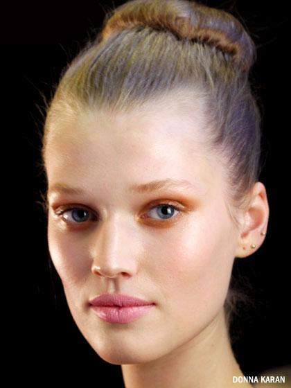 donna-karan-glossy-eyelids